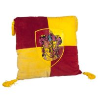 L_4HOUSES_HomeDecorations_HarryPotter_HarryPotter_HomeDecorations_GryffindorPillow_1229906.JPG