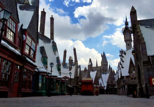 Hogsmeade_Village_-_WWoHP_at_USH.jpg