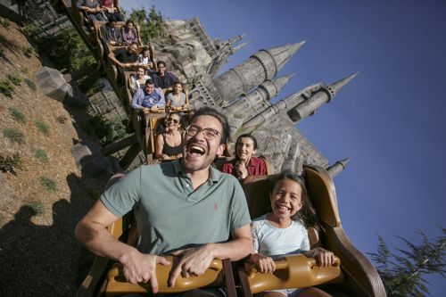Park_Guests_on_Flight_of_the_Hippogriff_at_WWoHP_USH_Photo_Credit_David_Sprague.jpg